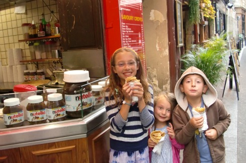 Kids eating crepes